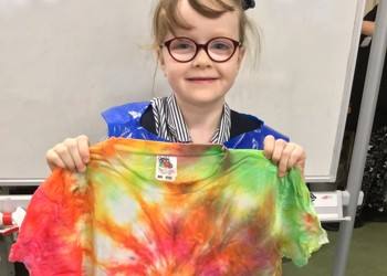 Year Two make tie-dyed T shirts