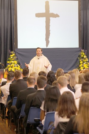 Yr 11 leavers mass 2016 14