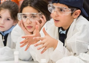 Primary students become Scientists