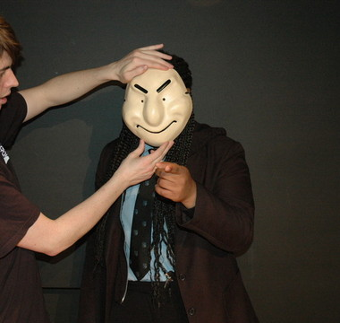 Dramatising expression with masks