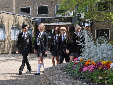 Front of school pupils walking CROP 1 e1410859581488