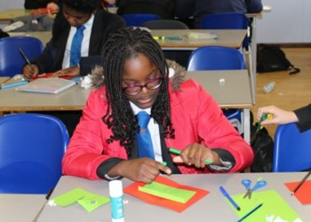 YEAR 8 CHRISTMAS QUIZ & CRAFTS