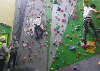 Third Base Students attempt to climb Mount Mile End!!!