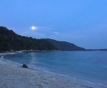 Moonset and sunrise on tiga ruang 1