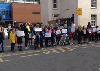 Students promote 'cleaner air' for Bristol
