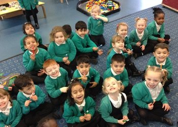 Sparkling teeth in F2